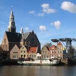 De kerk van Maassluis aan de Haven.